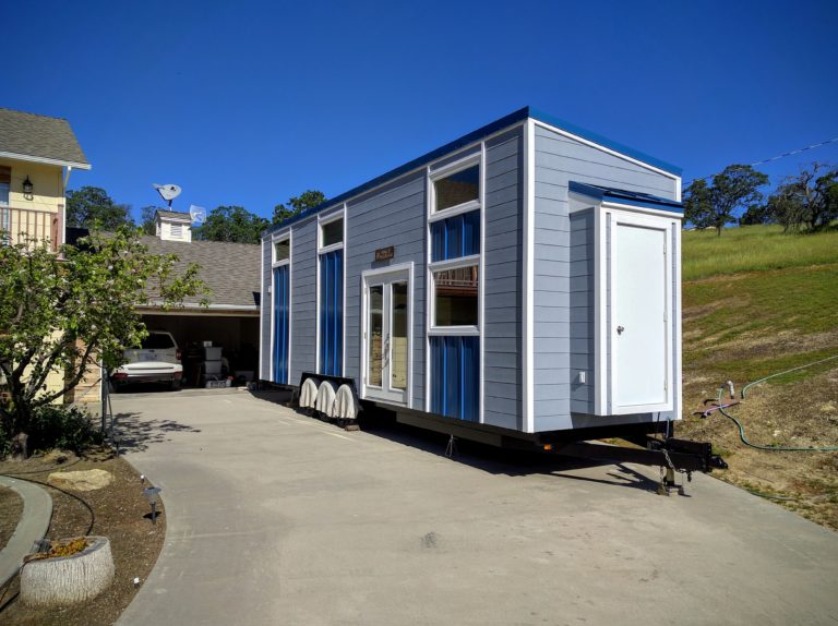 Tiny Home Designs: TINY HOUSE TOWN: Modern Blue Tiny House