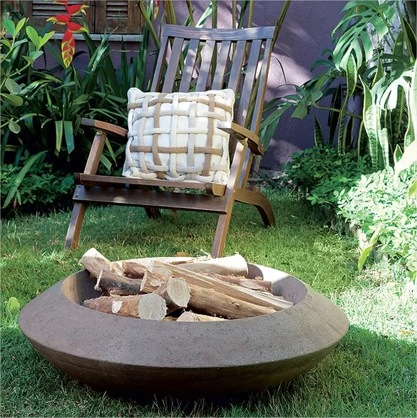 Decoração meu quintal, futon, almofadas coloridas e fogo de chão. Achados de Decoração