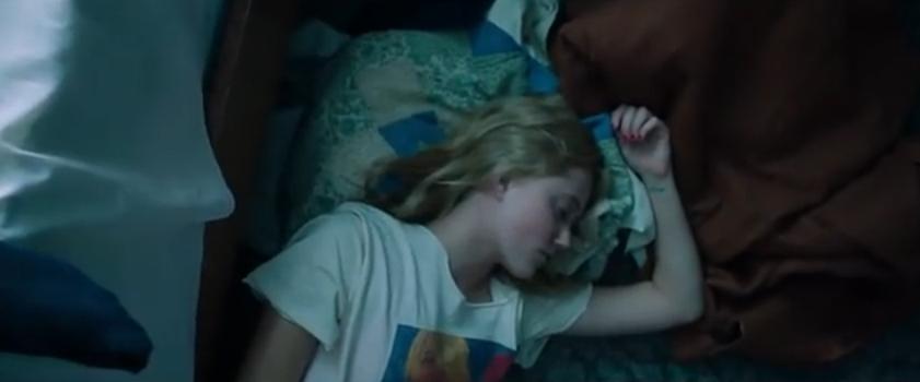 Sinopsis Film Horor 2015: It Follows.