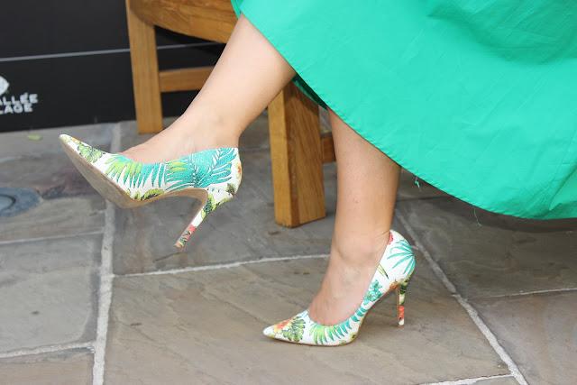 pochette citron minelli, chaussures san marina, jupe verte les petites bulles de ma vie