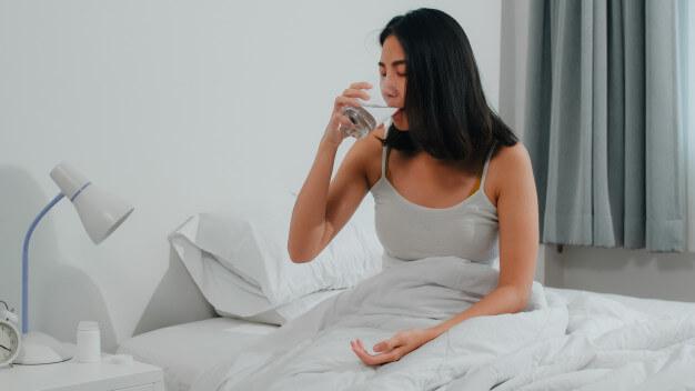 Haruskah-Kamu-Minum-Air-Putih-Sebelum-Tidur-Di-Malam-Hari