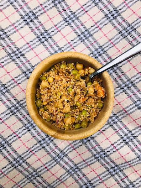 Salade de quinoa, pois-chiches et petits-pois