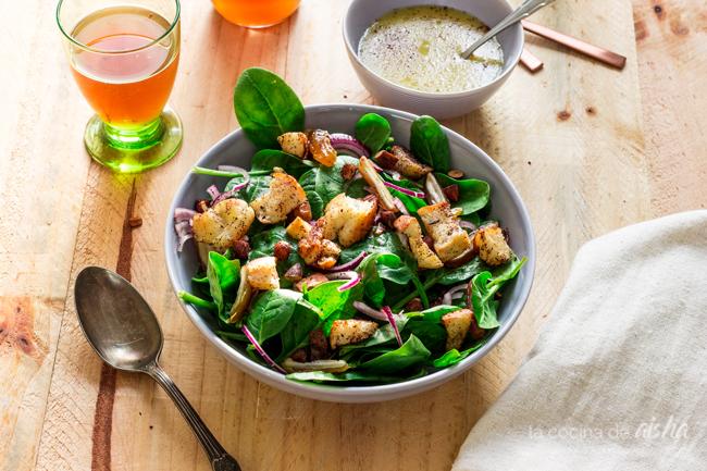 ensalada-espinacas-baby-dátiles-almendras-vinagreta-té-kombucha-kefiralia