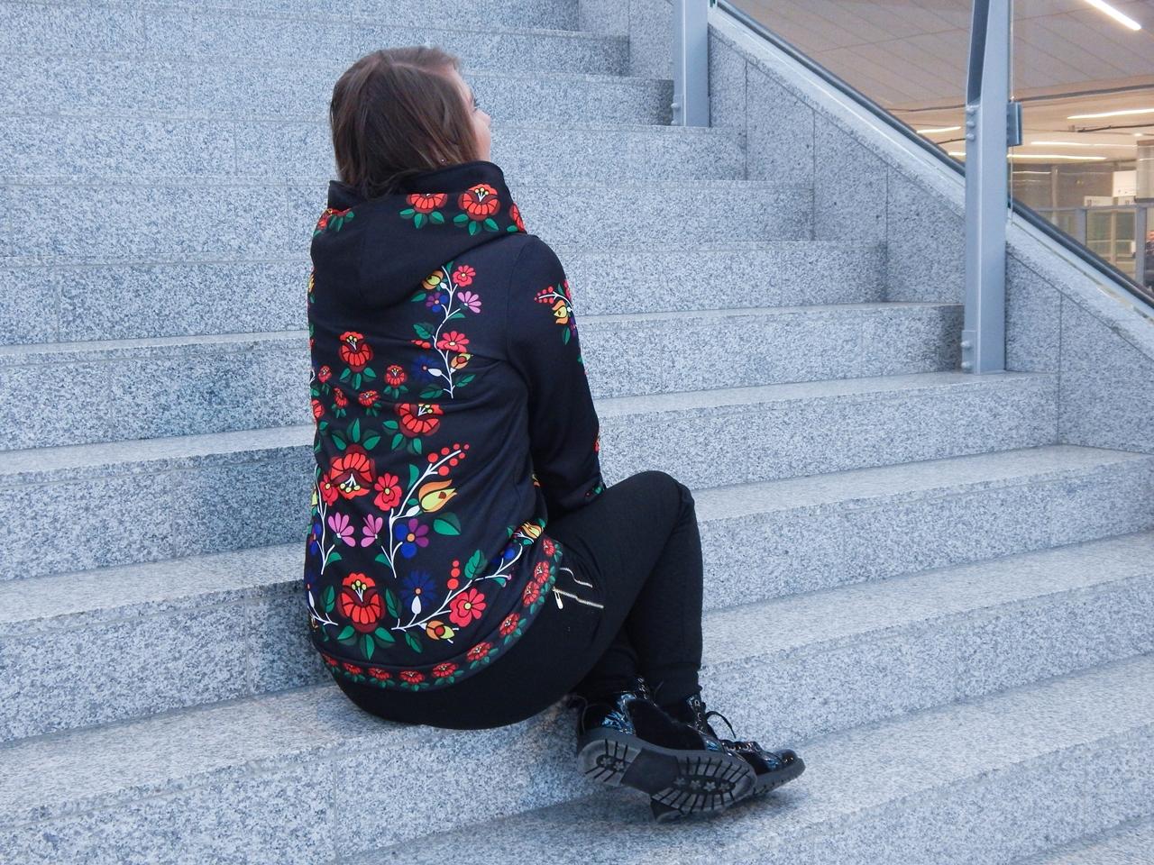 f9-2 folk by koko recenzja opinie ubrania folkowe łowickie motywy bluza góralska sukienka kodra łowicka folkowe ubrania moda ludowa pomysł na prezent fashion blog melodylaniella łódź dworzec łódź fabryczna