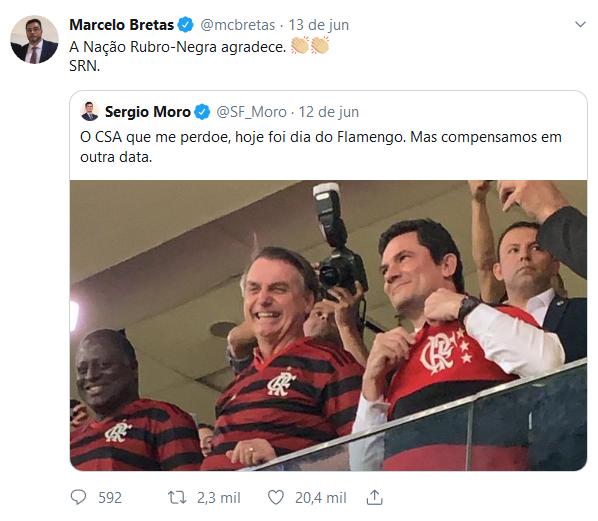 Bretas dá retuíte em imagem de Bolsonaro e Moro com camisa do Flamengo no futebol