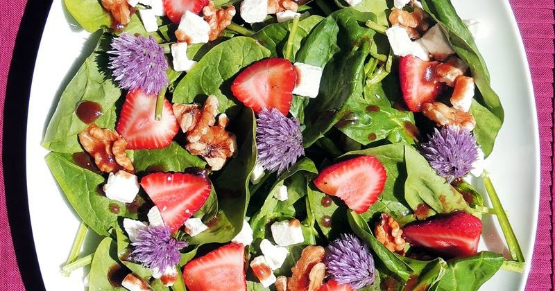 Spinach and Strawberry Salad with Blackberry Balsamic Vinaigrette ...