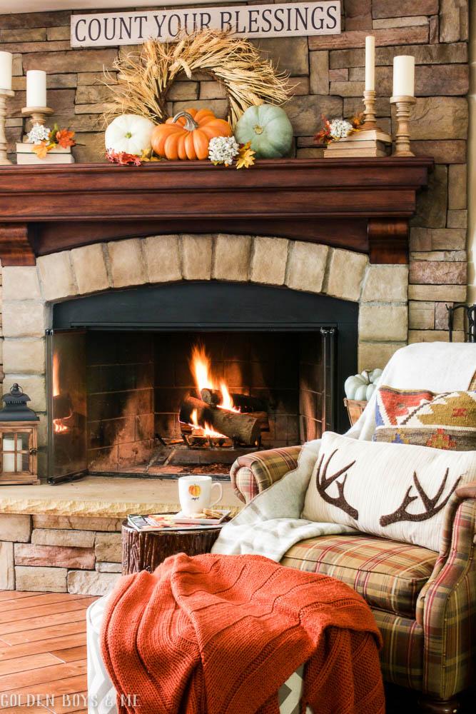 Fall fireplace mantel idea - www.goldenboysandme.com