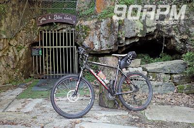 L'ingresso della cava Moschini lungo la salita per il Boden.