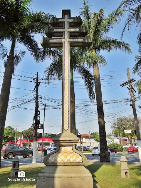 Close-up do Monumento Cruz Papal - Jardim América - São Paulo
