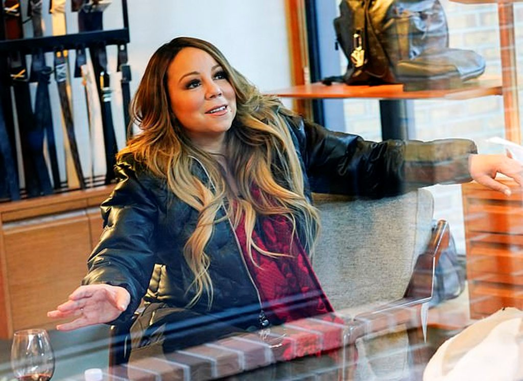 Mariah stunned in a simple thermal top underneath a thick leather jacket