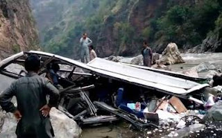 bus-with-students-on-board-colided-with-truck-in-bihar-two-dead