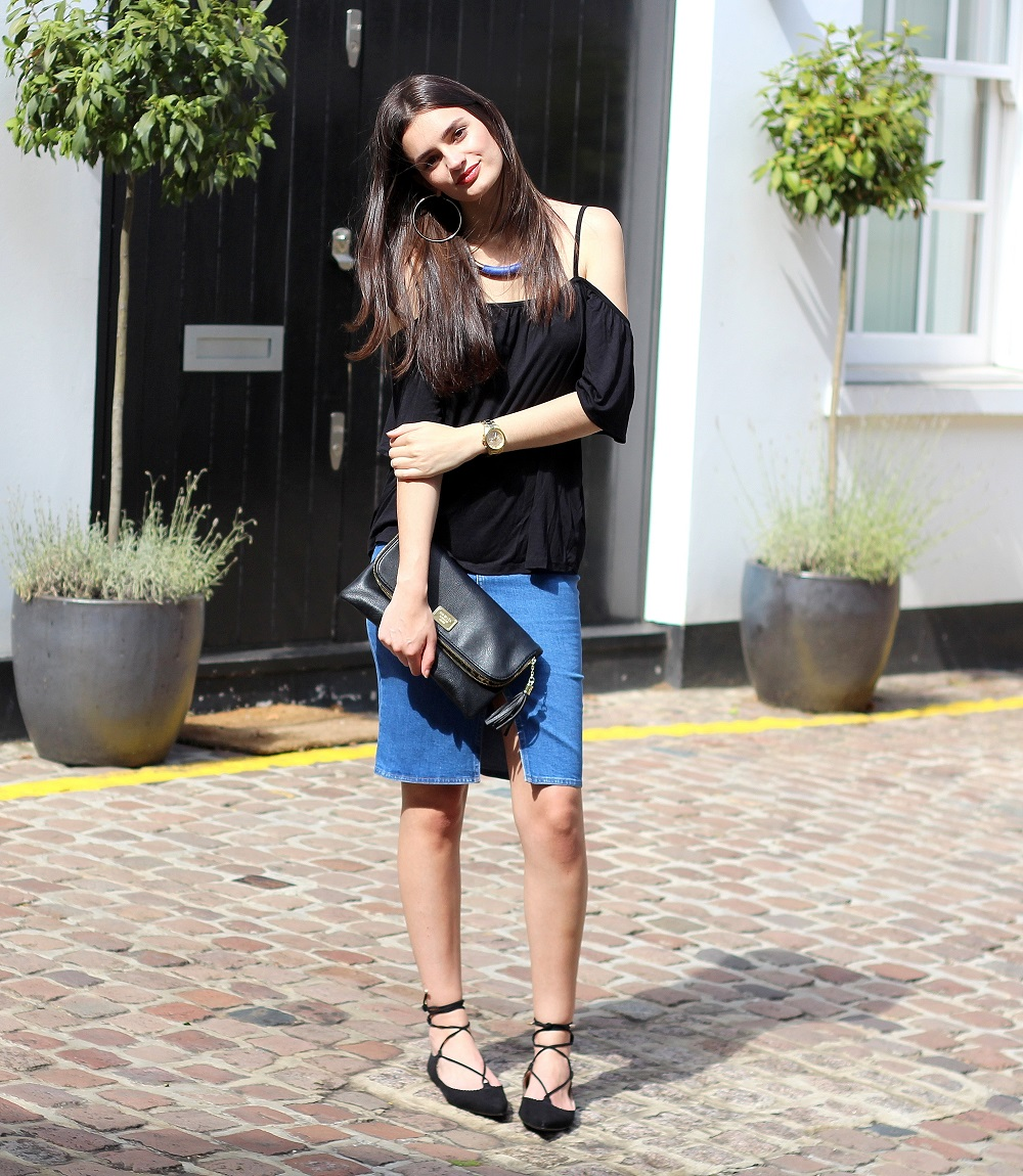 peexo fashion blogger wearing denim midi skirt and cold shoulder top