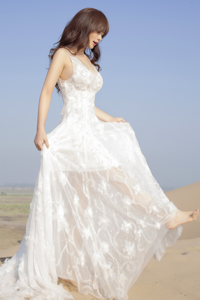 Gallery - Chinese beautiful model Liu Yan with Sexy White Dress on Desert Photo - P5