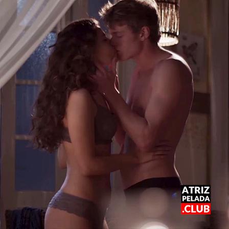 Alanis Guillen de lingerie muito sexy em 'Malhação'