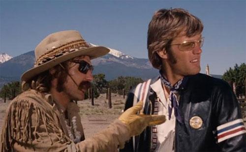 """Dennis Hopper dan Peter Fonda dalam sebuah adegan dari film klasik """"Easy Rider."""". Gambar dari CNN"""