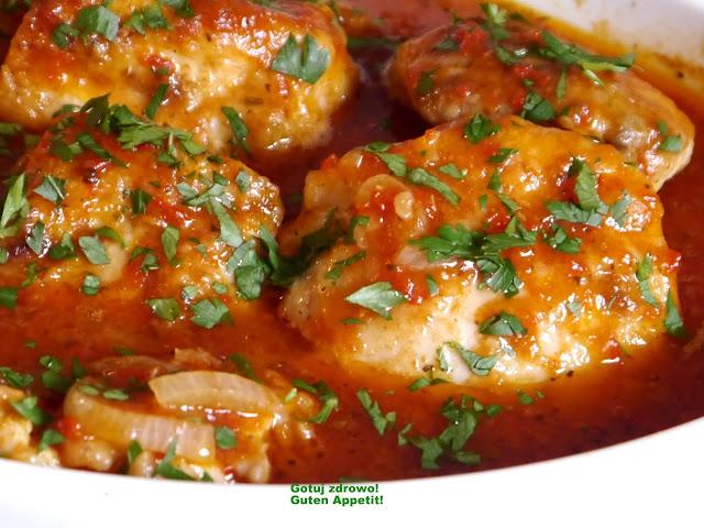 Udka kurczaka pieczone w sosie pomidorowo-paprykowym - Czytaj więcej »