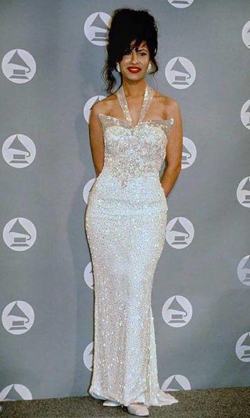 Selena Quintanilla vestido branco longo