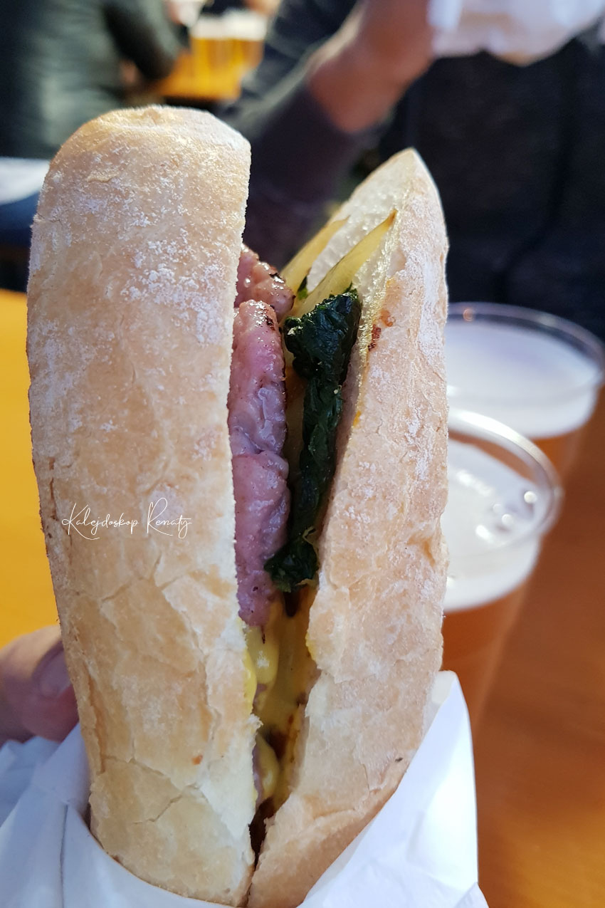 Co to jest panino con salsiccia?