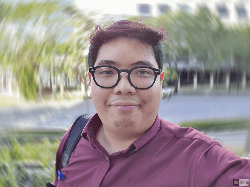 Daylight selfie bokeh