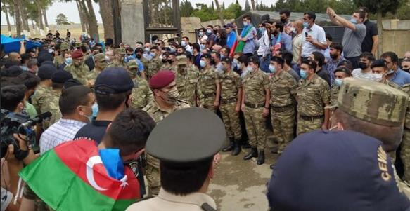 «Եթե ինչ-որ մեկը կամ ինչ-որ հայրենասեր ցանկանա ծառայել բանակում, ես միայն ուրախ կլինեմ դրանով», - ասել է ԱՀ նախագահ Իլհամ Ալիևը