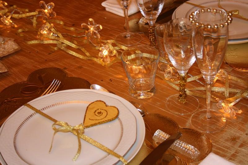 je d u00e9core ma table  pour une retraite dor u00e9e   une table en or