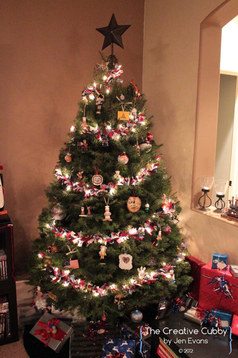 The Creative Cubby: Tied Ribbon Christmas Tree Garland