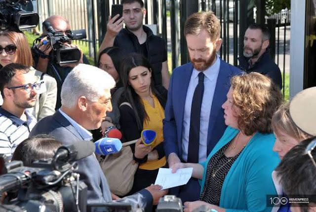 Kurdos protestan ante embajada de EEUU en Armenia