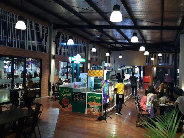Spot Foto Area Kuliner yang bersih di Junction Surabaya