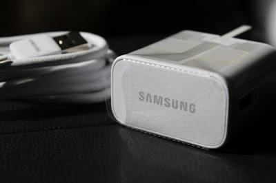 Samsung, iPhone 12 Şarj Cihazından Kurtulmak İçin Apple ile Alay Eden Gönderiyi Sildi