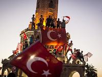 Kudeta Gagal, Gelombang Besar Euforia Turki