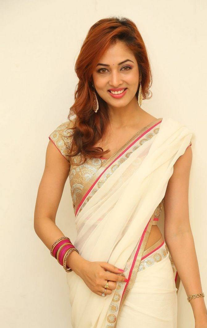 Kollywood Actress Hip Navel Show In White Saree Vidisha