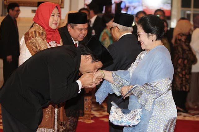 VIRAL Kepala BPIP Cium Tangan Megawati, Komentar Warganet Sangat Pedas