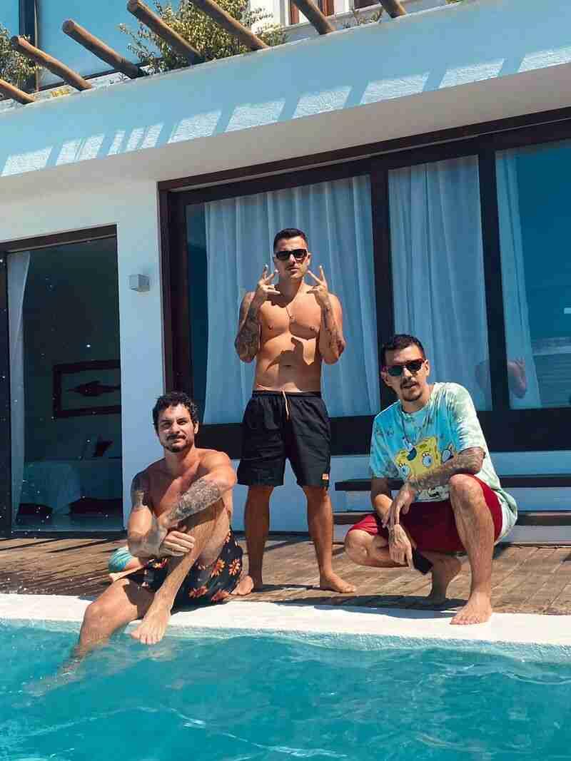 Além da preparação musical para o novo álbum, Bruno Chelles, LK e Rod têm também muito a comemorar. Os artistas estão chegando a marca de 45 milhões de reproduções do álbum 'Infinito Interno', lançado em agosto do ano passado.