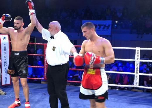 Albanian boxer Mario Sokoli beats the Serbian within 20 seconds