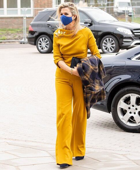Queen Maxima wore a tartan mohair coat by Natan, and yellow stretch wool crepe top and trousers by same brand. Celedonio gold dragonfly brooch