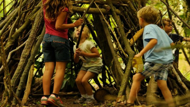 Kids building a den