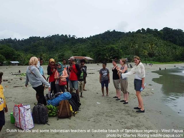 Naik kapal perintis di Papua Barat