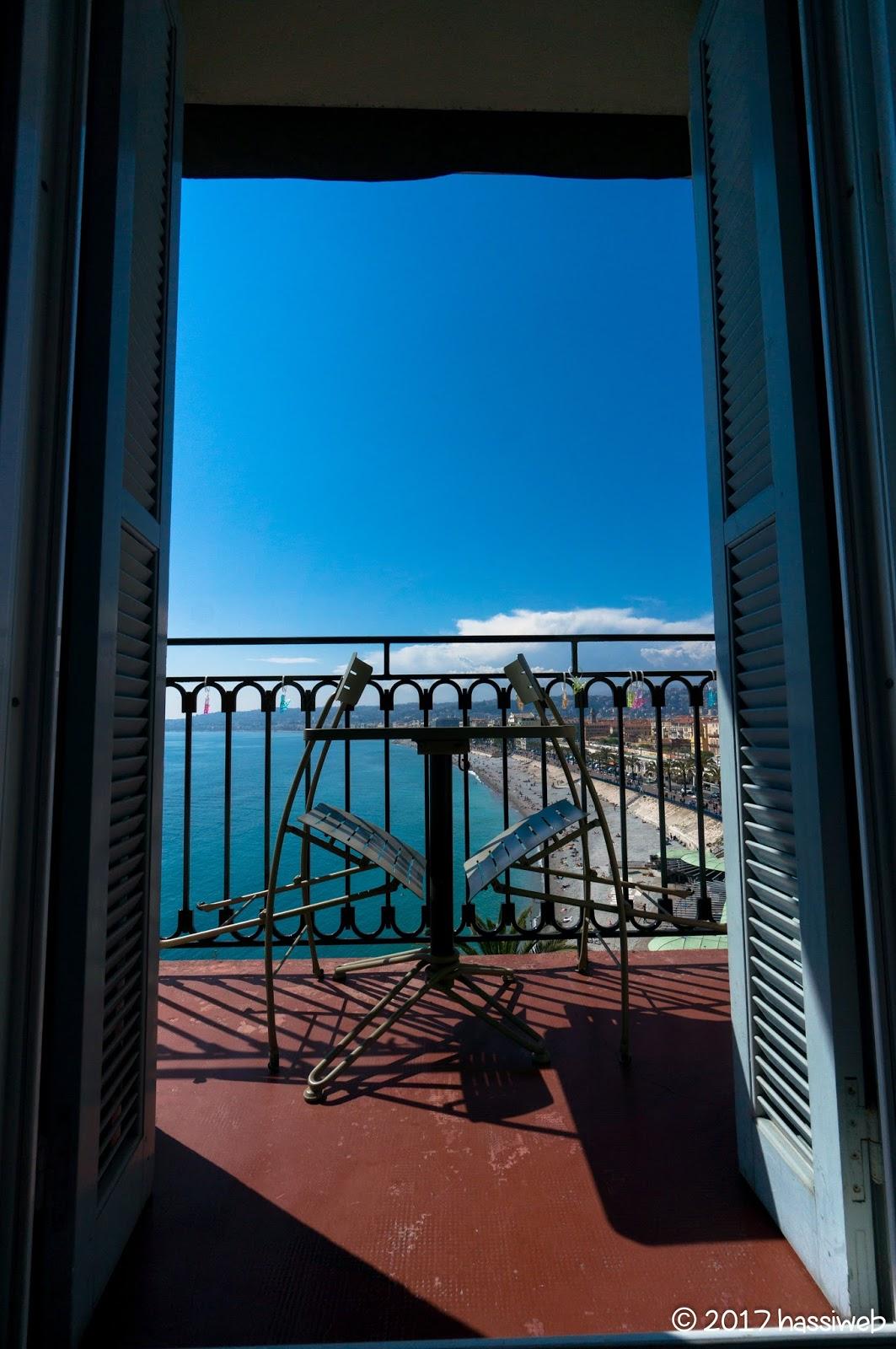 ホテル・スイスのベランダ (The balcony of Hotel Suisse)
