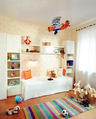 dekorasi kamar tidur anak balita dengan lemari bofet