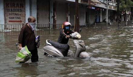 Ινδία: Τουλάχιστον 84 νεκροί και σχεδόν 2,8 εκατομμύρια εκτοπισμένοι από τις πλημμύρες