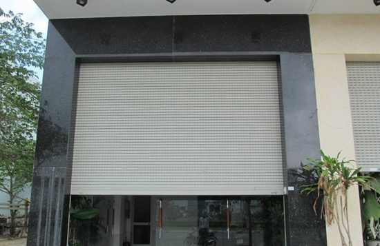 Kỹ thuật lắp cửa cuốn có ảnh hưởng như thế nào đến chất lượng sản phẩm