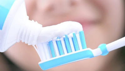how-to-remove-blackheads-withtoothpaste تخلصي من الرؤوس السوداء بمعجون الأسنان
