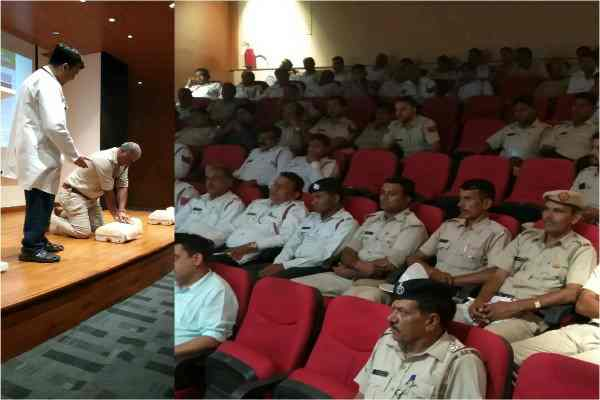 qrg-provide-faridabad-police-life-saving-tips-during-heart-attack-news