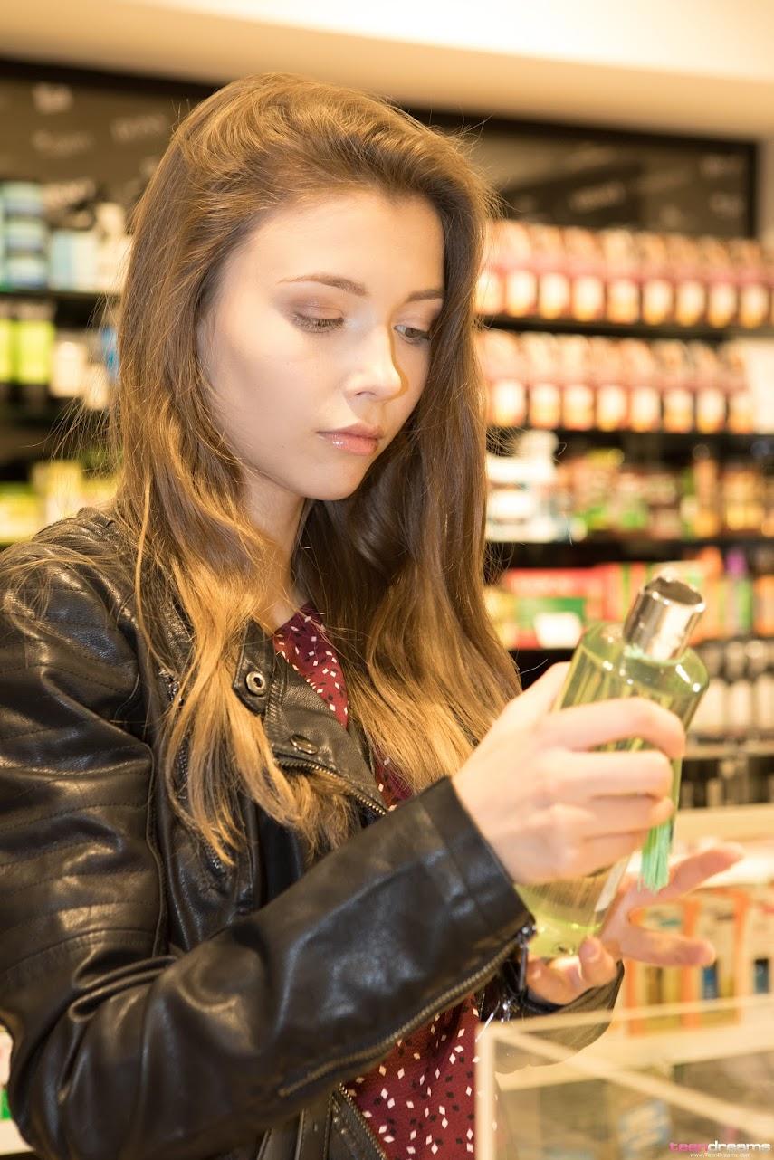 [TeenDreams] Mila Azul - Shopping And Flashing Outdoors teendreams 06210