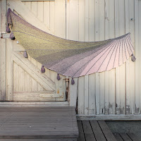 https://laukkumatka.blogspot.com/2019/08/sadesaali-sunbeam-shawl.html