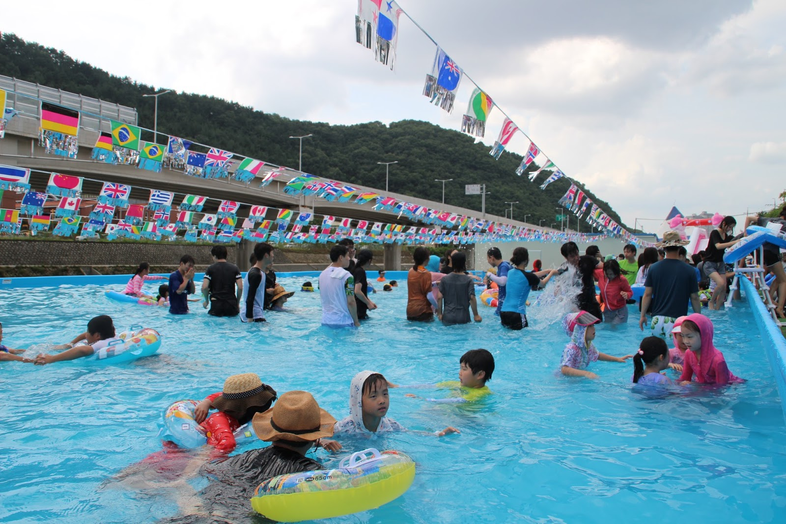Fun \u0026 Free Daegu Travel: Korea\u0027s Outdoor Swimming Pools in Daegu ...
