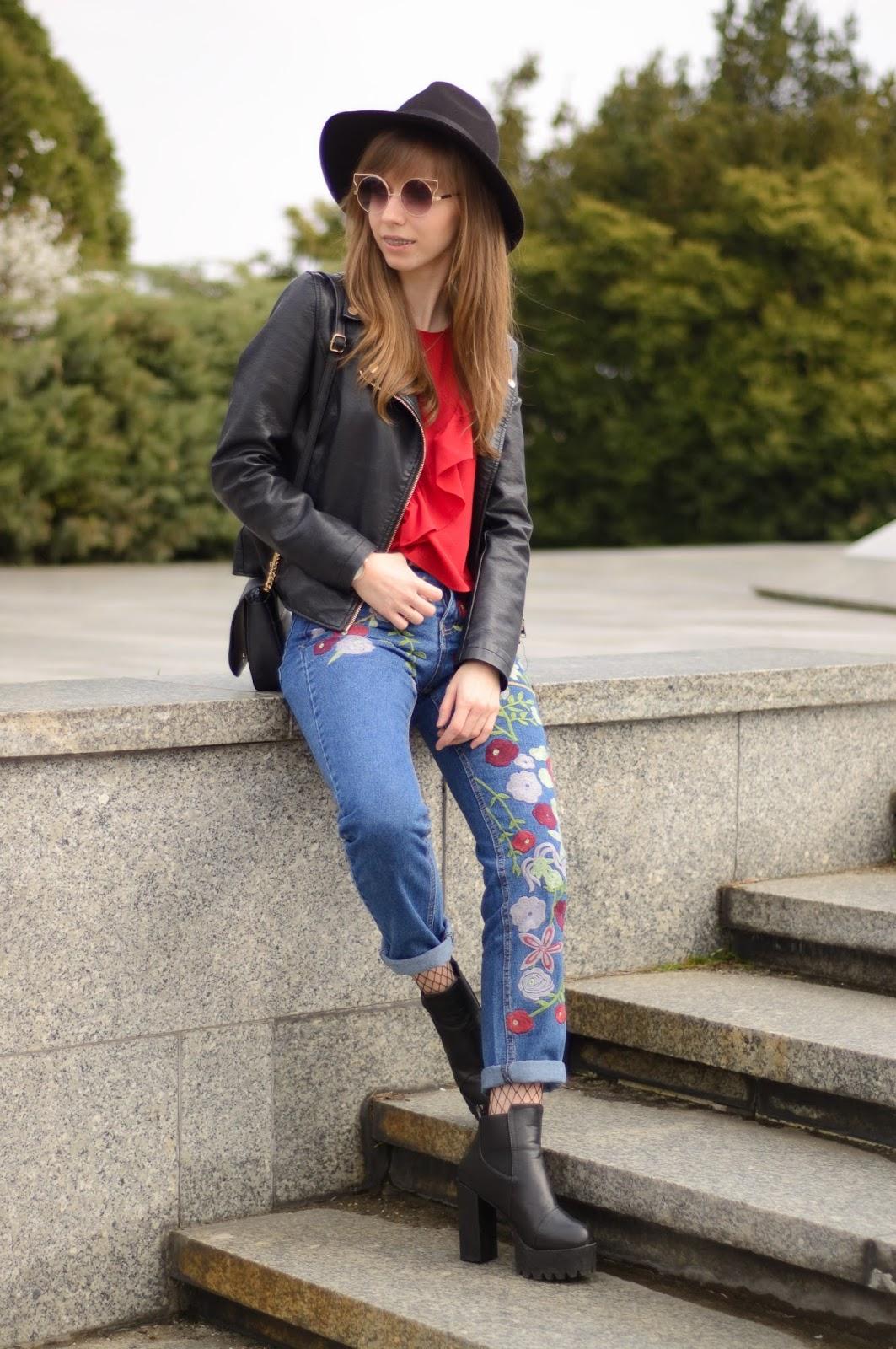 Stylizacja z falbankami i naszykami | Floral mum jeans & frilled top