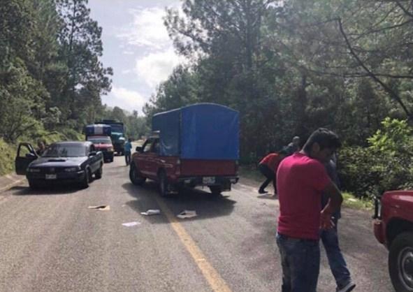 Grupo armado interceptan boletas en #Chiapas y roban boletas electorales en #Huixtan