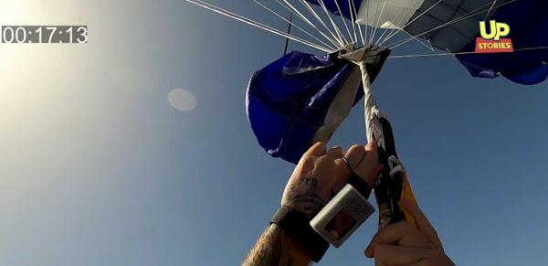 Κωπαϊδα: Η αγωνιώδης προσπάθεια αλεξιπτωτιστή να ξεμπλέξει το αλεξίπτωτο στον αέρα(video)