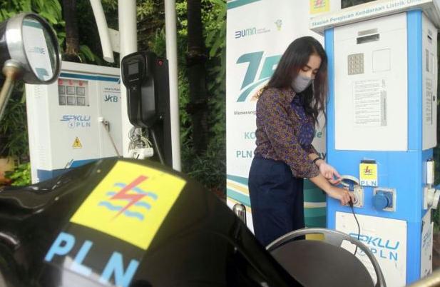 Isi Baterai Mobil Listrik Kini Semakin Mudah dan Murah